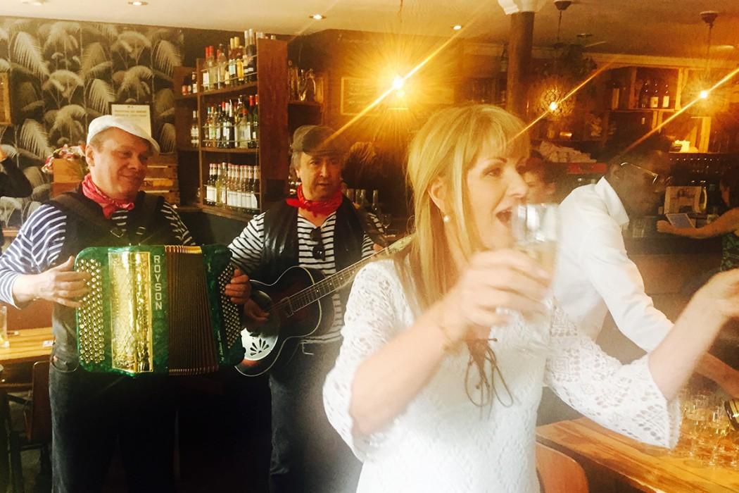 mariage-laurence-claude-restaurant-moncoeur-belleville-chanteur-accordeon