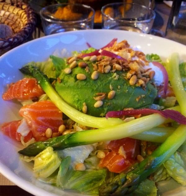 salade-saumon-asperges-restaurant-terrasse-moncoeur-eva
