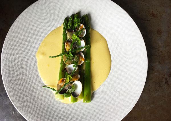 asperges-dejeuner-restaurant-moncoeur-belleville