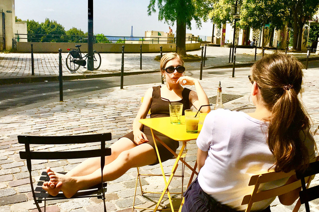 copines-decontractées-plage-terrasse-moncoeur-belleville